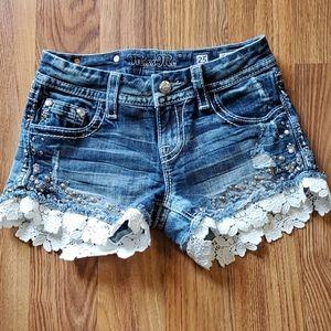 Miss Me Signature Shorts Sz 25